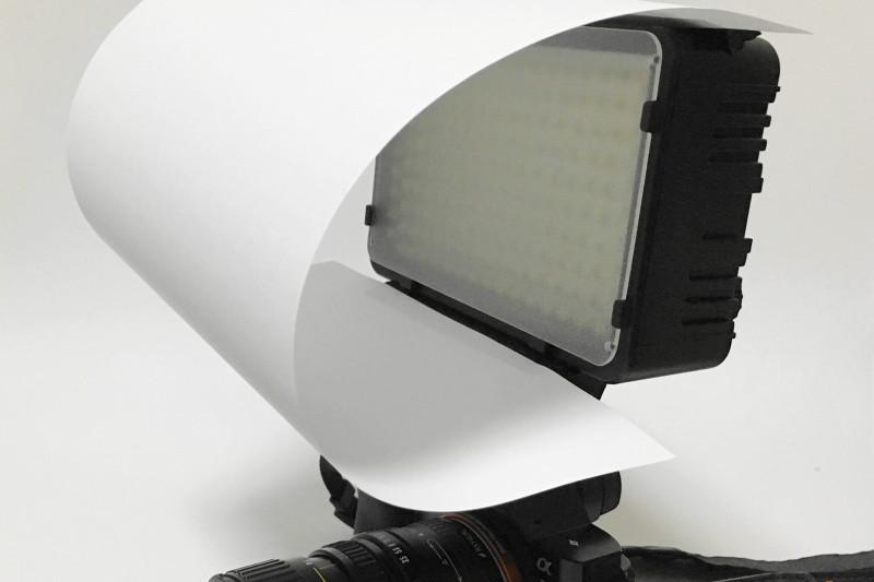 ブログの撮影にぴったりな小型LEDライト「LOE 168A」をレビュー コピー用紙で拡散